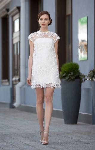 Кружевные короткие белые платья