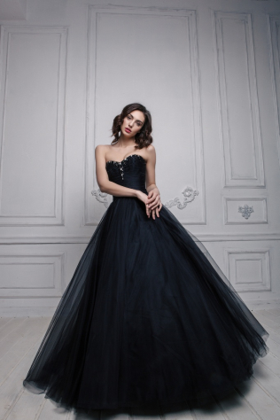 25dd64e389a Черное свадебное платье - фурор для невесты